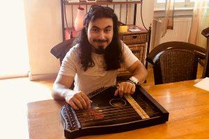 Ahmad und Yazan machen Musik