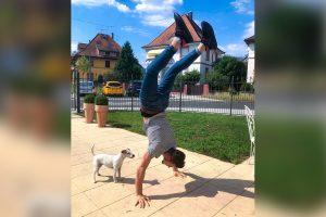 Anas Handstand